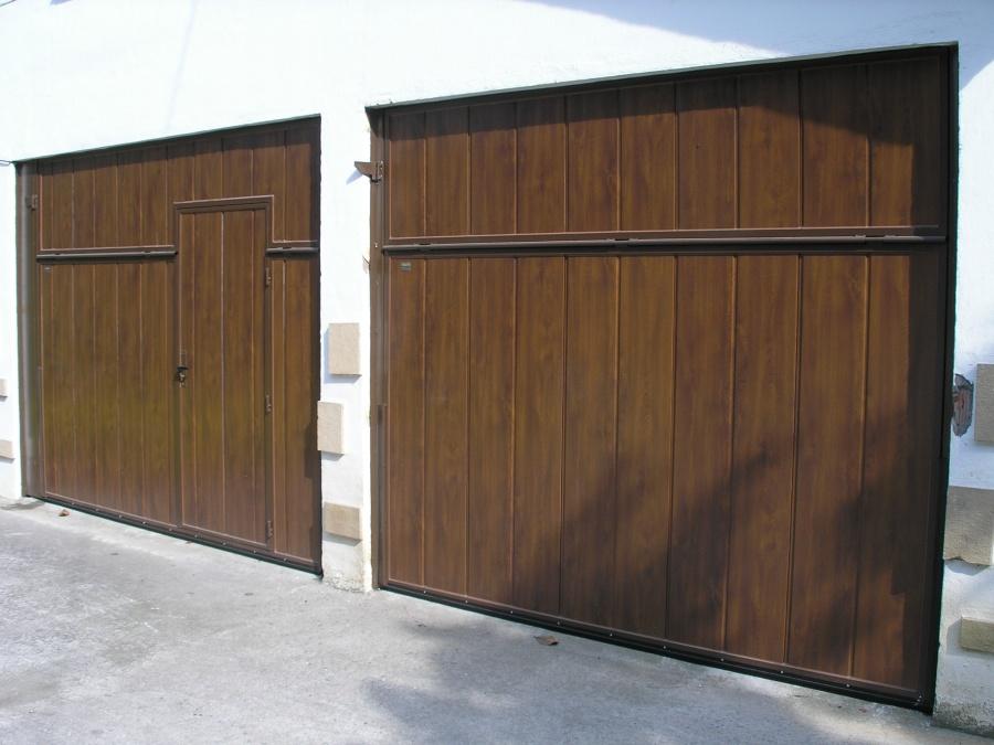 Puertas residenciales basculantes panel sandwich - Paneles imitacion madera ...