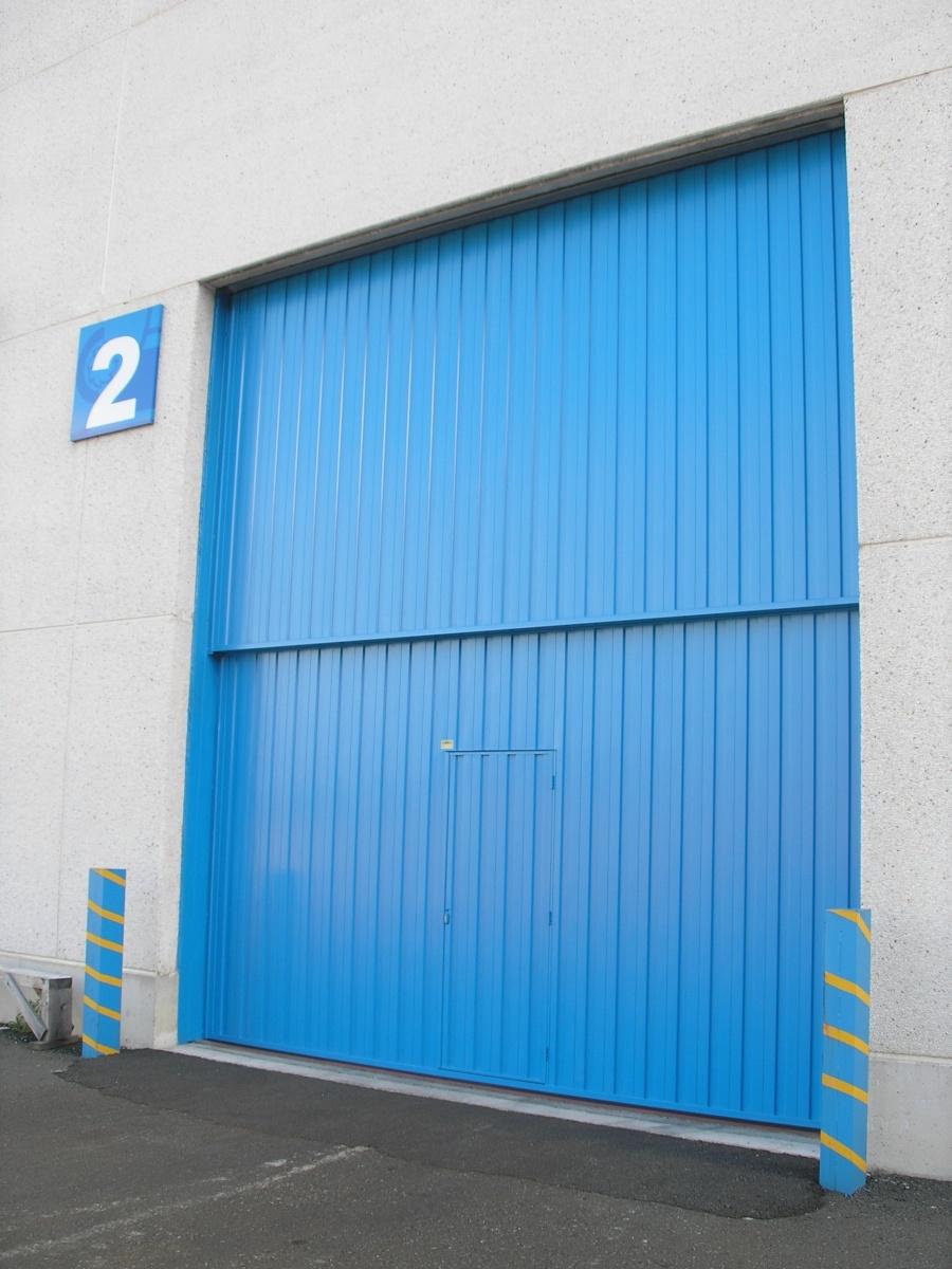 Puertas industriales apertura vertical contrapesadas for Puertas industriales